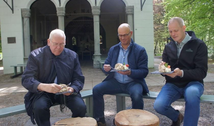 Pastoor Spijkers, Pastor van Nunen en John Schepens.