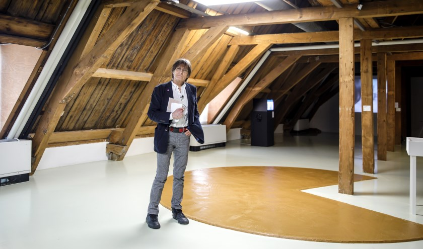 Wim T Schippers bij zijn beruchte pindakaasvloer.  (Foto: Aad Hoogendoorn)