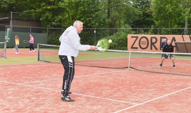 Tennistoernooi ten behoeve van de Roparun bij TV Zalmplaat was zeer geslaagd. Foto: Angélique Ballhaus