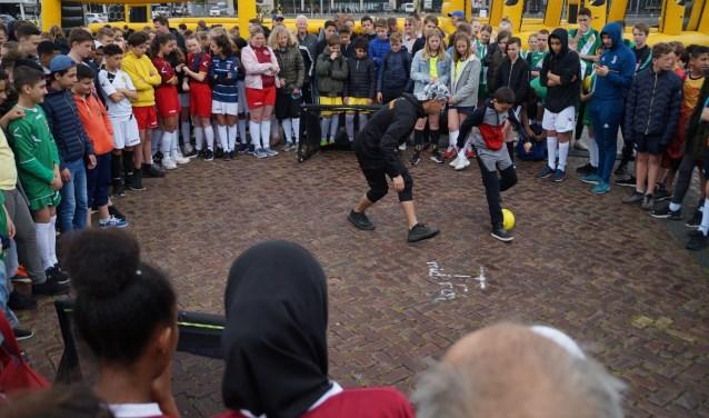Speciale gast was freestylevoetballer Nasser El Jackson, die zowel 's ochtends als 's middags voor de start van de wedstrijden een (voetbal)show verzorgde en de nodige panna's uitdeelde.