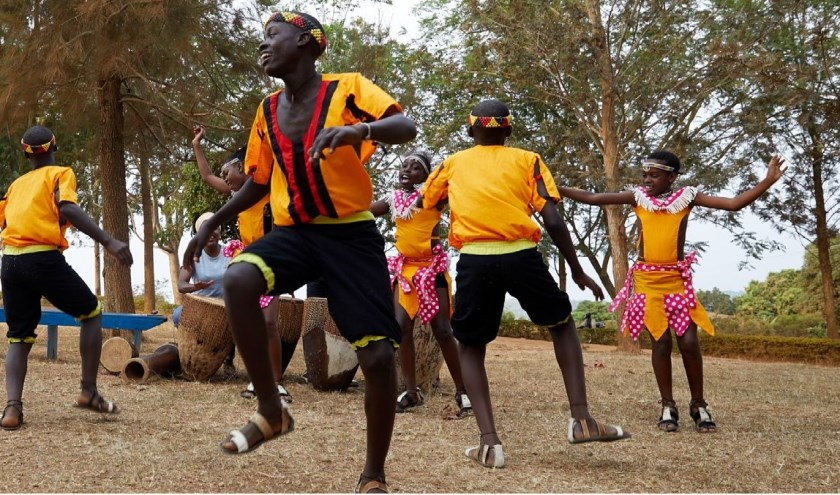Het idee is dat de kinderen van het koor zingen en dansen voor hun eigen toekomst en die van hun leeftijdsgenootjes in Oeganda.