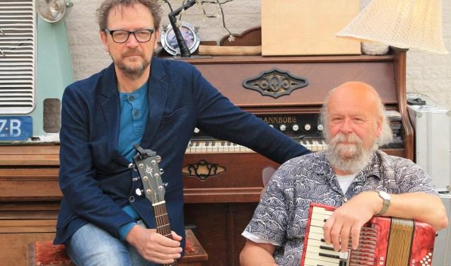 Seuntjens en Van Boekel spelen voor het eerst hun muziekvoorstelling met uitsluitend eigen geschreven popliedjes met bijpassende verhalen.