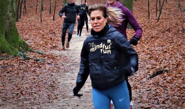 Oefenen in afdalen tijdens de clinic. Eigen foto: Mindful Run Harderwijk