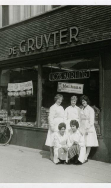 Kruidenierswinkel De Gruyter aan de Eindhovenseweg in Aalst.