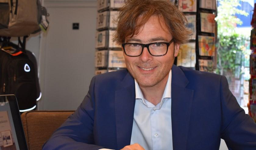 Bas Steman tijdens de lezing bij Reterink. Foto: Jolien van Gaalen.