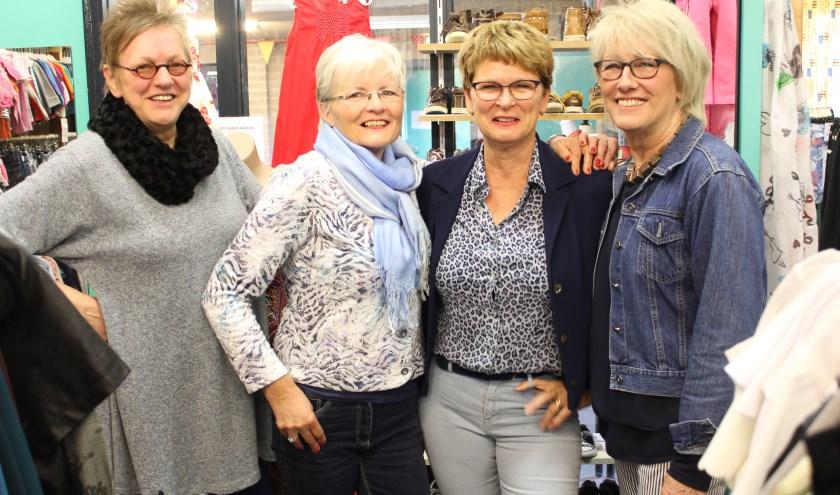 Anbertien, Ans, Margriet en Marina organiseren samen met de overige 8 dames een kledingmarkt voor iedereen. Foto: Wendy van Lijssel
