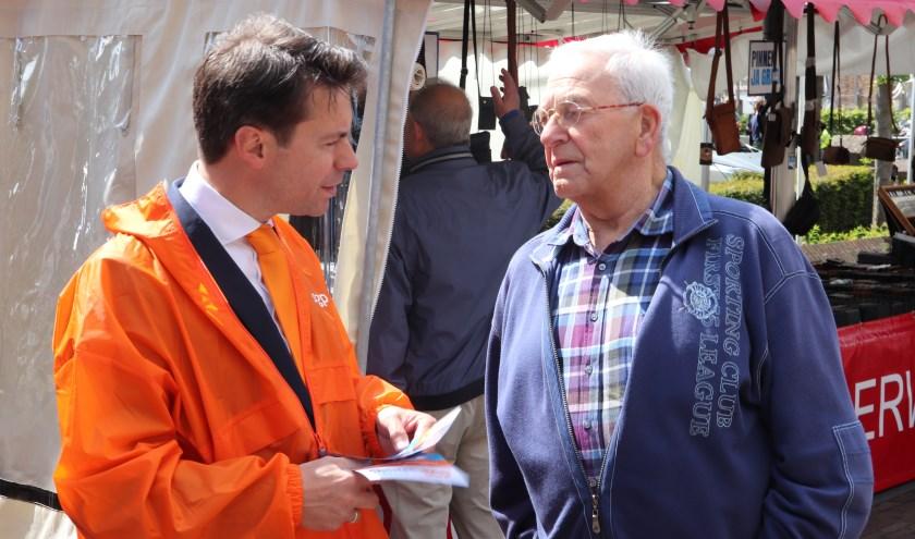 Tweede Kamerlid Chris Stoffer bezoekt Bleskensgraaf. (Foto: Bart Vlot)