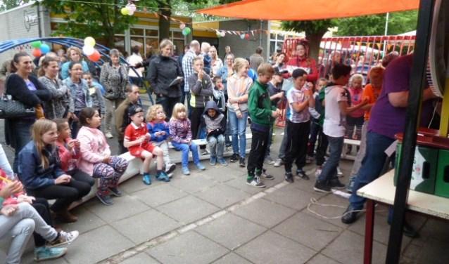Het Pleinfestijn was vorig jaar een gezellig en druk bezochte happening. Dit jaar hopen ze op net zo'n warme belangstelling van leerlingen, ouders en vele anderen.