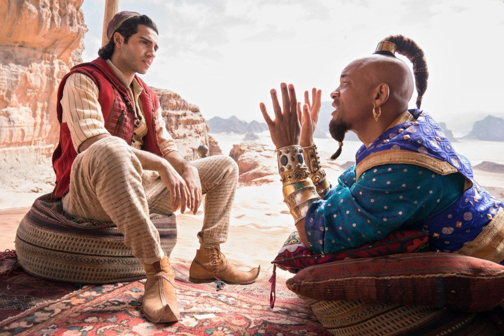 Mena Massoud as the street rat with a heart of gold, Aladdin, and Will Smith as the larger-than-life Genie in Disney's ALADDIN, directed by Guy Ritchie. Foto: Photo Credit: Daniel Smith © Persgroep