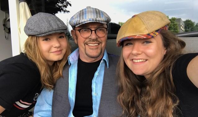 Nadat hij van zijn 'Big Orchestra' afscheid moest nemen, geniet Ben 'Benny' van Wijk van zijn tijd met familie, zoals kleindochters Demi (links) en kleindochter Eva.