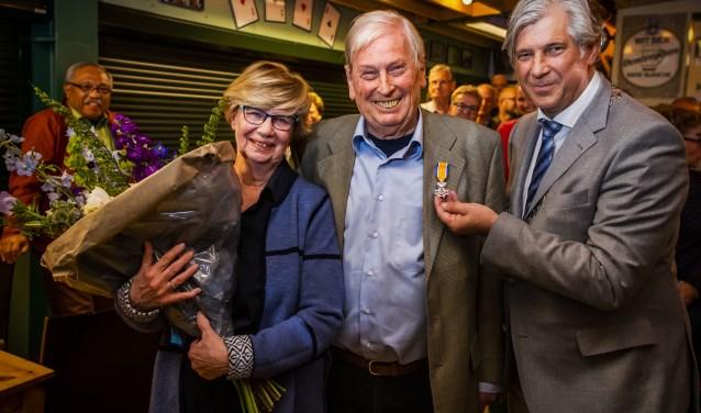 Burgemeester Peter Oskam heeft maandagavond 13 mei 2019 aftredend voorzitter Jack Feleus van PITT'75 benoemd als lid in de Orde van Oranje Nassau.
