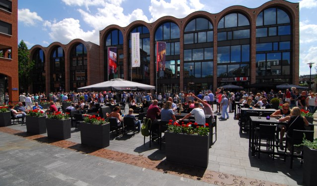 De nieuwe opzet van het straattheaterfestival, op tweede Pinksterdag, trok vorig jaar duizenden bezoekers.