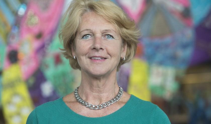 Wethouder Simone Veldboer presenteert beleidsplannen, die belangrijk zijn voor de vitale samenleving. (Foto: Gemeente Rhenen)