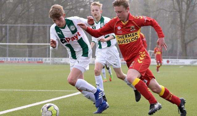 Go Ahead Eagles O15 strijdt met FC Groningen O15 om het kampioenschap van de Tweede Divisie D. (Foto: Dennis Bresser)