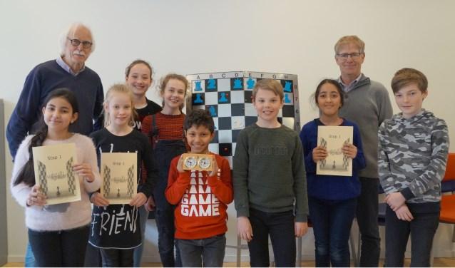 Leerlingen van De Walsprong volgen schaakles. Deze lessen worden gegeven door Maarten de Wit, Chris Puyker en Michel Jacobs.