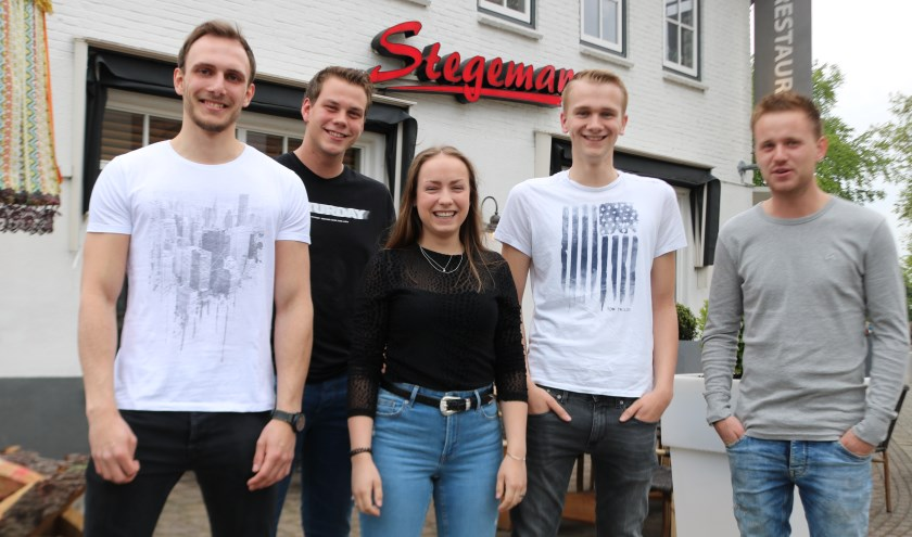 Vlnr. Sebastiaan Beusink, Jasper de Winter,Daniëlle ten Have,Justin Markvoor en Roy  Haijtink. (Foto: Arjen Dieperink)