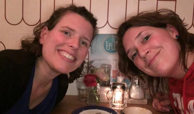 Myrthe staat woensdag 15 mei op voor haar overleden vriendin Lieke (links). Die zou op die dag haar 41e verjaardag vieren, maar het mocht niet zo zijn. Lieke overleed aan uitgezaaide eierstokkanker.