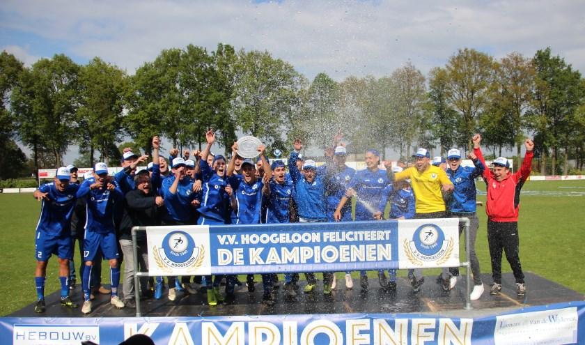 Het kampioenschap van Hoogeloon betekent promotie naar de derde klasse.
