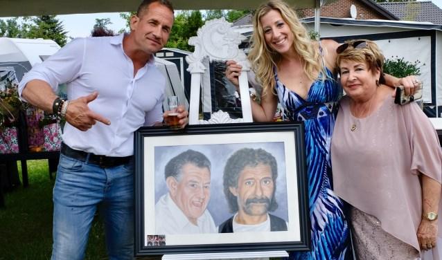 Familie Kortlang met de onthulling van de tekening van Harry en Tonny Kortlang