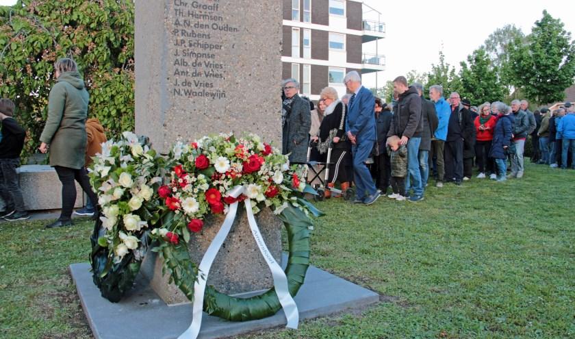 Op de achterzijde van de zuil zijn de namen van vijftien gesneuvelde verzetsmensen aangebracht.