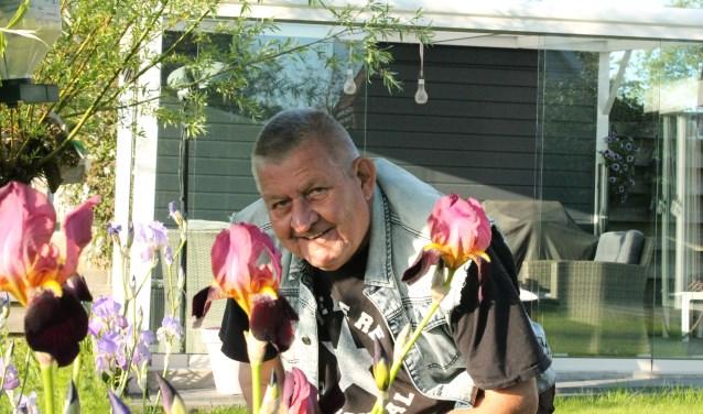 Peter Hollestelle is een natuurliefhebber en dat is in zijn zonnige tuin duidelijk terug te zien. FOTO: LEON JANSSENS
