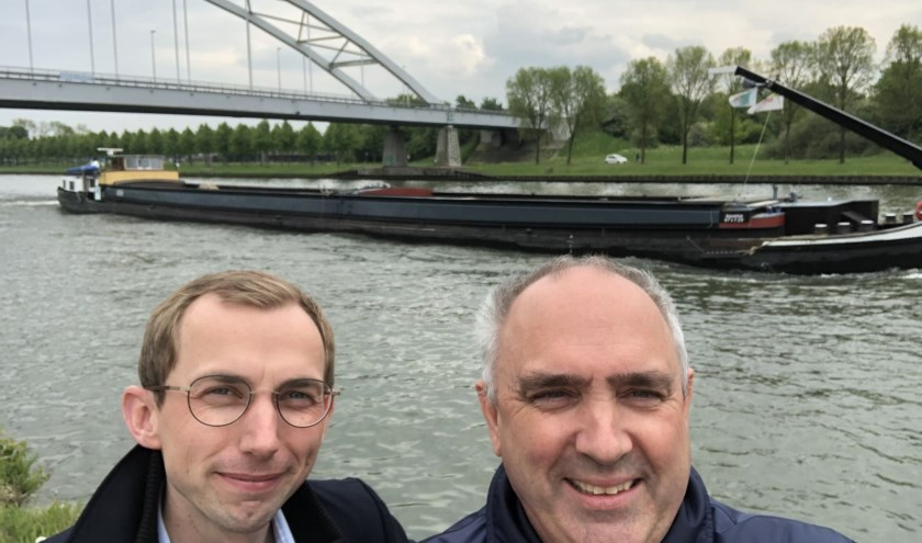 Peter van Dalen neemt samen met Wouter van den Berg (SGP-Houten) een kijkje bij het Amsterdam-Rijnkanaal.