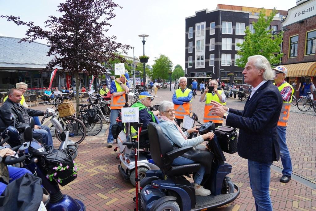 Stadsgids Jaap Pilon op het Zwaaiplein Foto: P.v.d.Rovaart © Persgroep