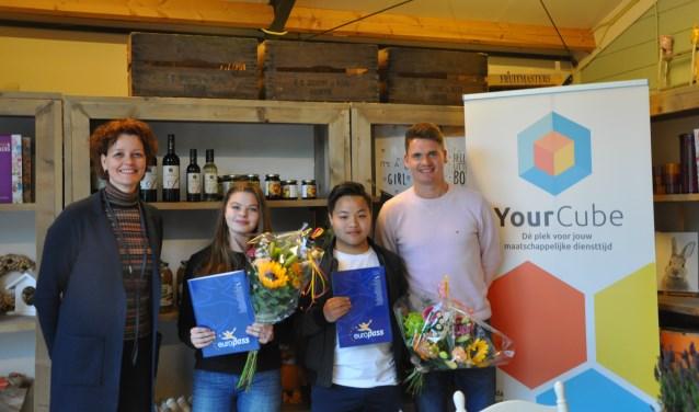 Op dinsdag 7 mei heeft wethouder Hester Veltman twee Europasses uitgereikt aan jongeren uit het YourCube project.