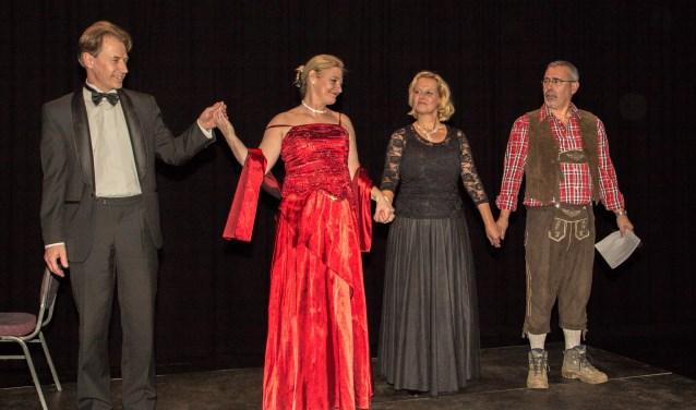 LOL bestaat uit de sopranen Heidi Broeksteeg-van den Maagdenberg en Irma Klijn, samen met verteller Ton van de Rijt en pianist Ad Broeksteeg