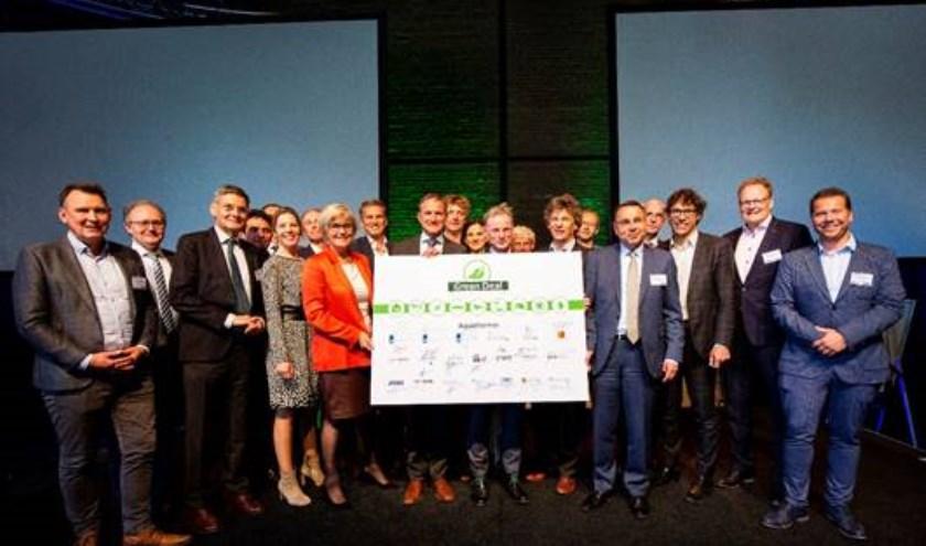 Op 14 mei ondertekende waterschap Aa en Maas de Green Deal Aquathermie, samen met 35 andere partijen, afkomstig uit overheid, waterbeheer, onderzoek en bedrijfsleven.
