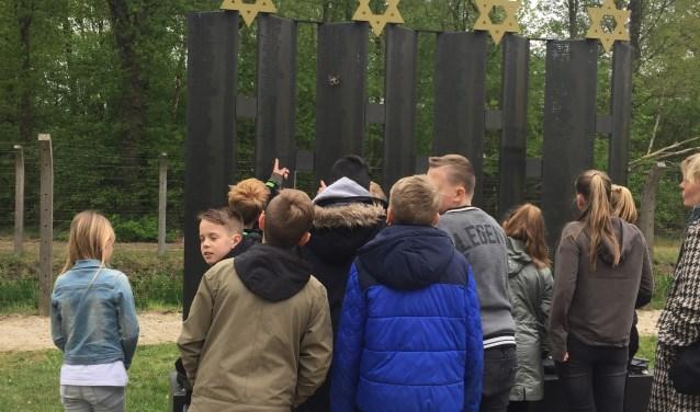 Leerlingen van de Lingelaar bezoeken kamp Vught