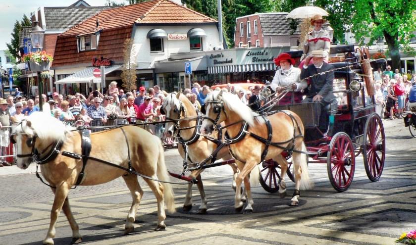 Een fraaie koets tijdens een eerdere rit van De Koets'n Keerls. De Twenterit is zondag in Losser.