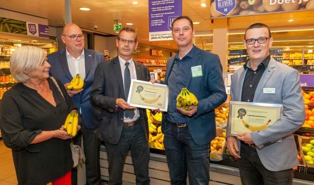 De Fair Trade Banana Award werd afgelopen vrijdag uitgereikt door wethouder Lafleur. (FOTO: Cees van Meerten FotoExpressie)