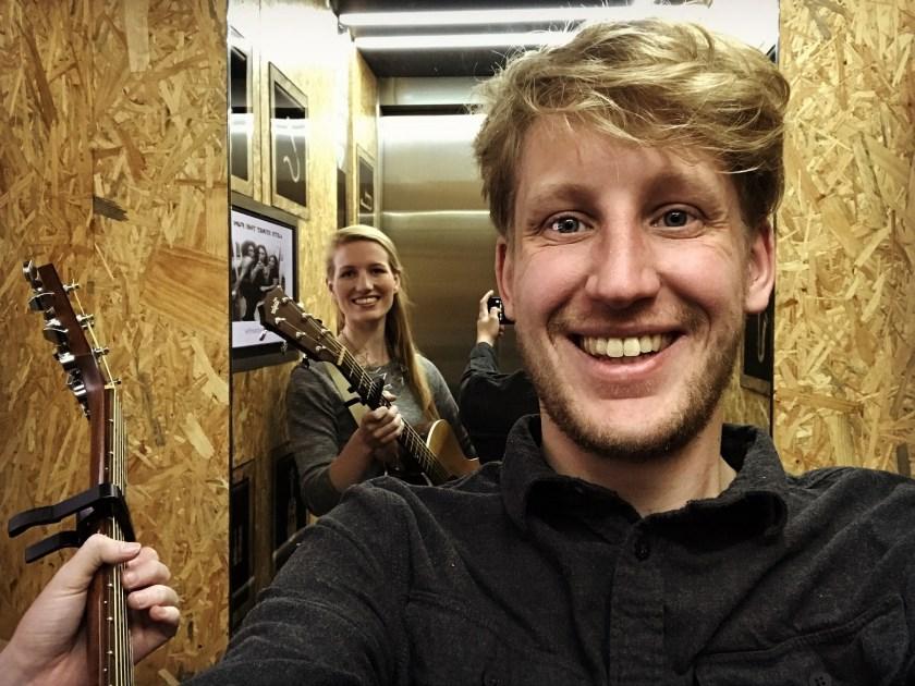 Mikky Zomerdijk (25) en Jitse Tilman (28) hebben met hun Silver Sound Studio een droom in vervulling zien gaan. Foto: Pieter van der Laan.