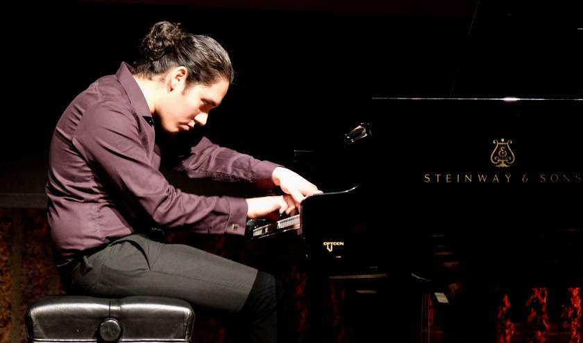 Aarón Ormaza Vera begon op jonge leeftijd met piano spelen. Deze kanjer komt naar Utopia Klassiek met een boeiend muziekprogramma.