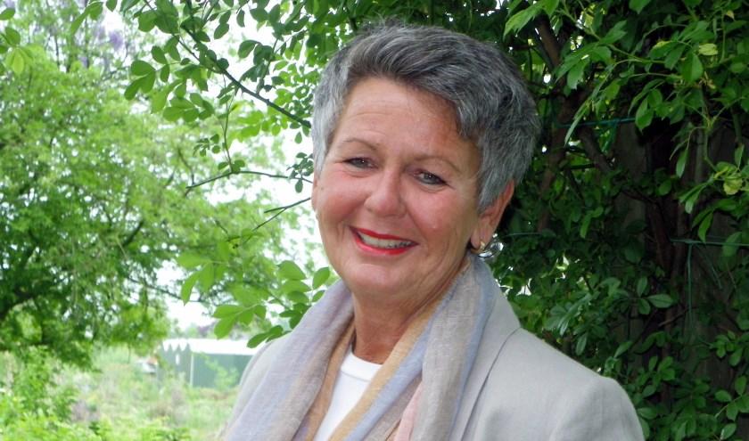 Anita van der Werf-van Leeuwen is voorzitter van Vrouw Actief en organiseert samen met haar bestuur het 100-jarig jubileumfeest.