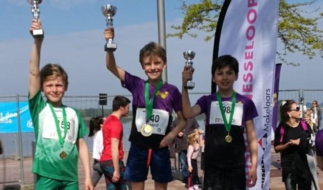 De winnaars van de 1500m kids run bij de jongens