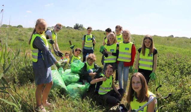 De schoonmaakactie van het klompenpad is een initiatief van de dorpsraad in Well en wordt gefaciliteerd door de gemeente Maasdriel.