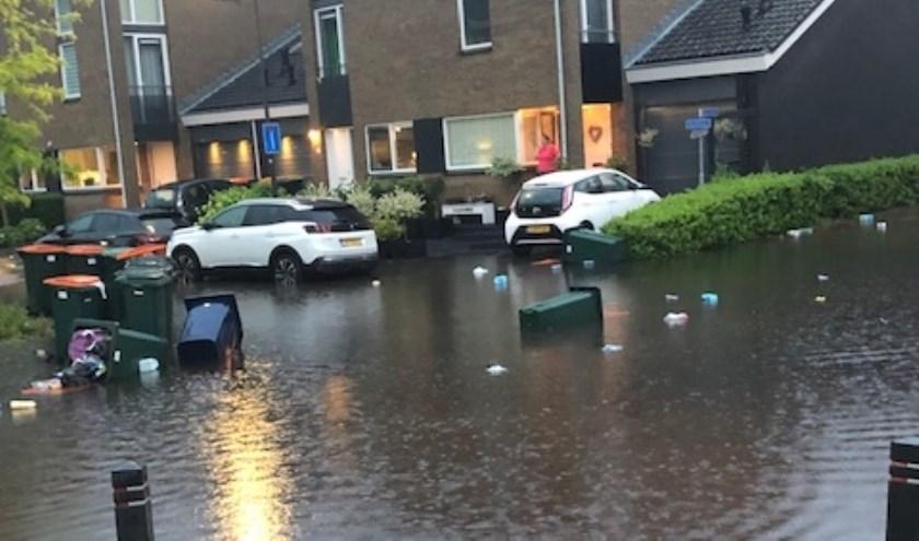 """""""Ontlasting en vuil stromen bij een beetje regen door de straat, het water komt uit de riolen omhoog in plaats van dat het wordt afgevoerd. """""""