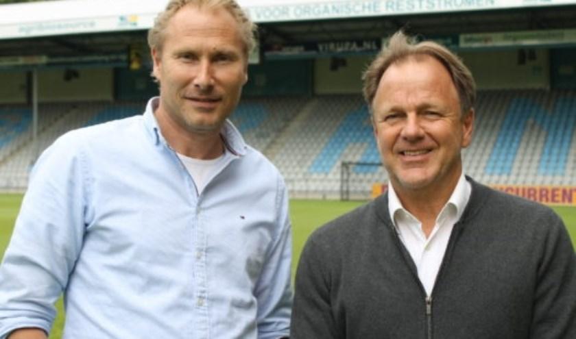 Peter Hofstede en Mike Snoei, de nieuwe trainer van De Graafschap. (foto: De Graafschap Media)