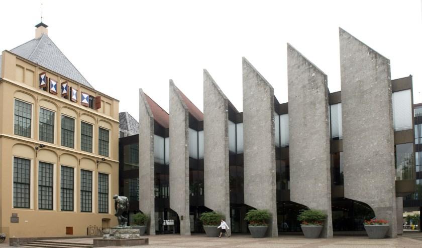 De gemeenteraad praat maandag 24 juni in het stadhuis aan het Grote Kerkplein over de investeringsplannen van het college van B en W.