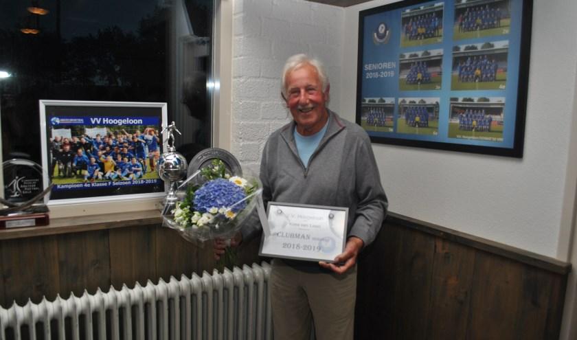 Kees van Loon glunderend na zijn benoeming tot 'clubman van de senioren'.