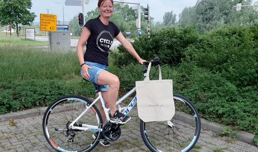"""""""Een perfecte combinatie en nog mooier is dat ik fiets voor het goede doel."""" Foto: Naomi Wijling"""