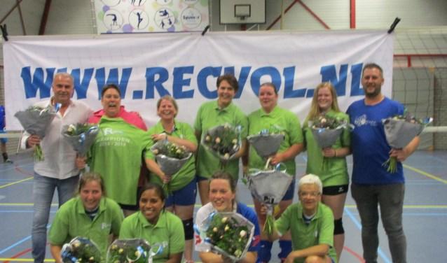 De volleybaldames van S.V. Olympia Ochten zijn kampioen.