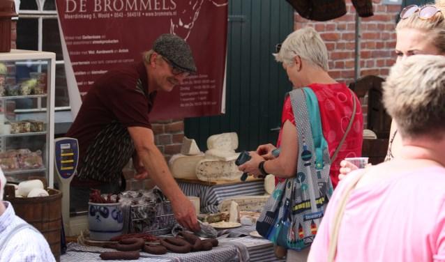 Producten van de geitenboerderij op de markt bij Kaasboerderij Weenink. Foto: Eveline Zuurbier