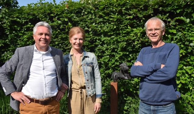Links Hans en Jacqueline Huetink, rechts Johan Muis. (Foto: Rick Praamstra)