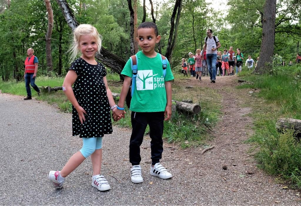 Milia links van 4 en Delano van 5 beiden uit Rhenen konden het goed vinden met elkaar.  © Persgroep