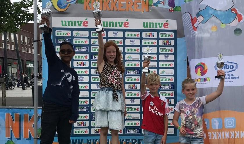 Na verschillende poulewedstrijden en een spannende knock-out fasewist Daisy zich te laten kronen tot knikkerkampioen van Enschede.