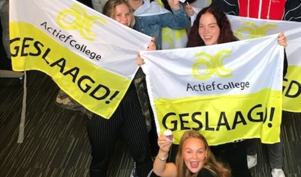 Op het Actief College in Oud-Beijerland was het woensdagmiddag al groot feest. (foto: Leni Schelling)