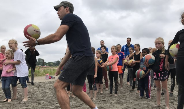 Net als in 2017 zijn er weer beachvolleyclinics en andere sporten op het Baggerfestival. (Foto: Privé)